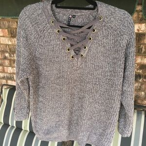 Criss cross grey sweater